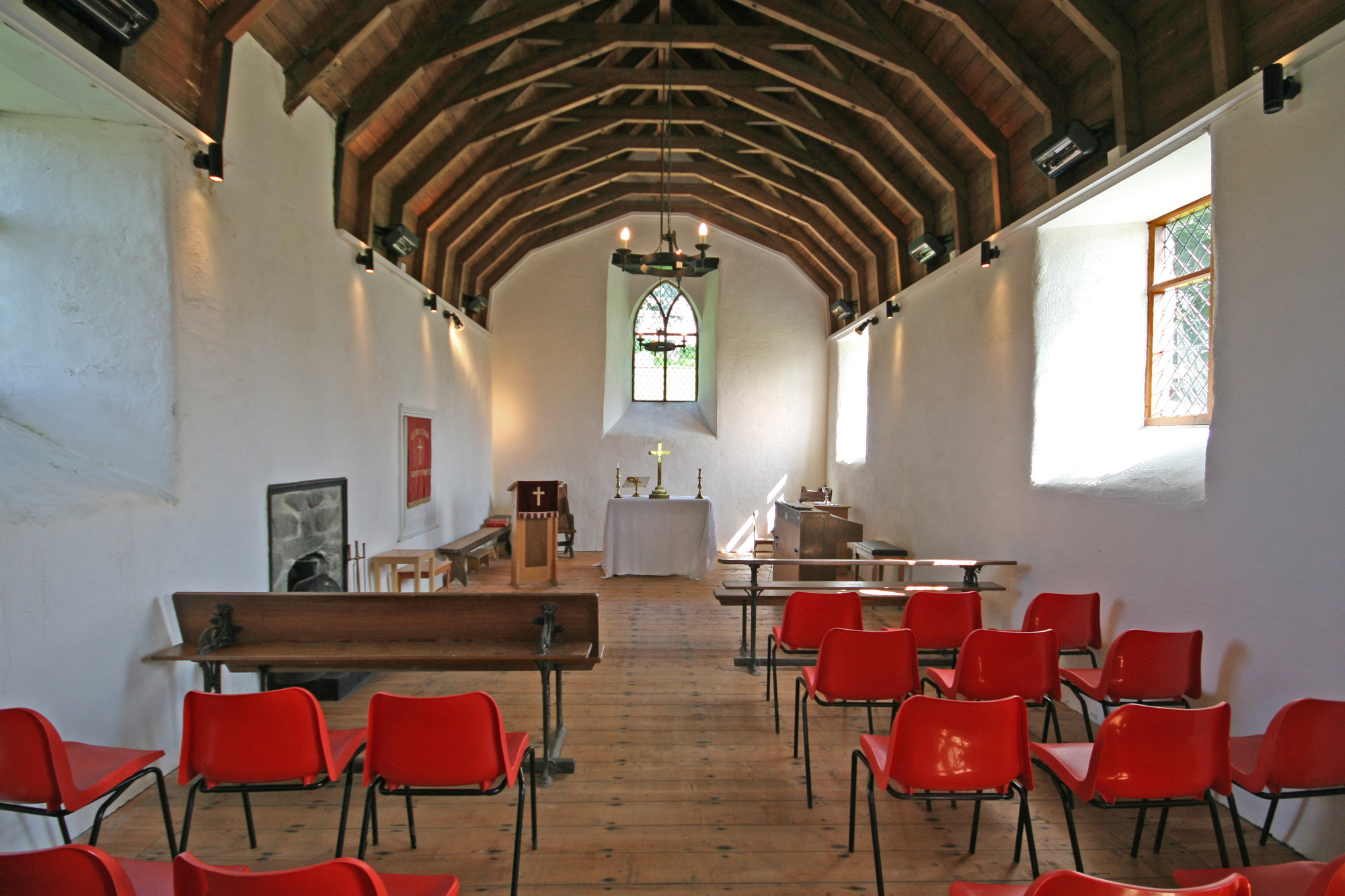 Eglwys Sant Ioan Fedyddiwr, Ysbyty Ystwyth